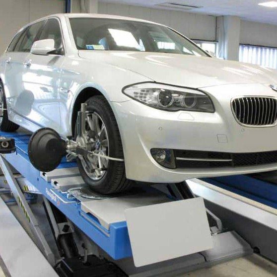 BMW car having its tracking done
